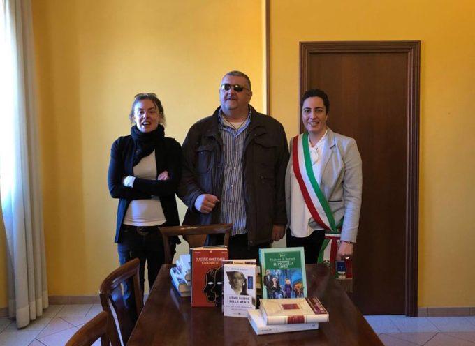 L'Unione italiana ciechi e ipovedenti ha fatto dono al Comune di Altopascio di una grande quantità di libri