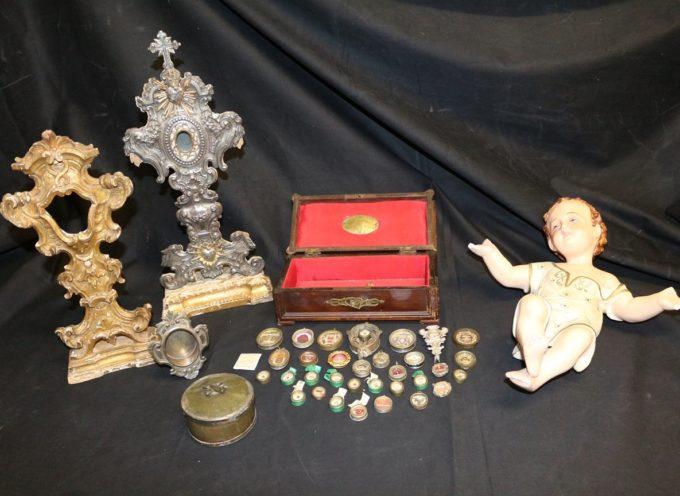 BORGO A MOZZANO – Oggi il Comandante del Nucleo Tutela Patrimonio Culturale di Firenze ha restituito gli oggetti sacri rubati dal convento di S. Francesco del Borgo.