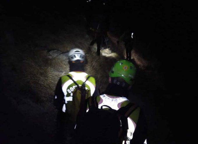 L'intervento al Monte Sagro si è concluso intorno alla mezzanotte di ieri con il rientro in sicurezza degli escursionisti.
