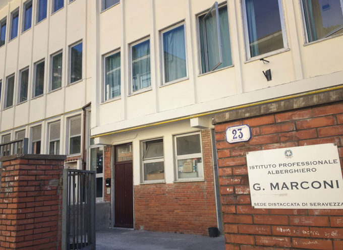 SCUOLE VERSILIA – nuova tempistica per trasferimento laboratori Marconi al Fienile e all'Hotel Spinelli
