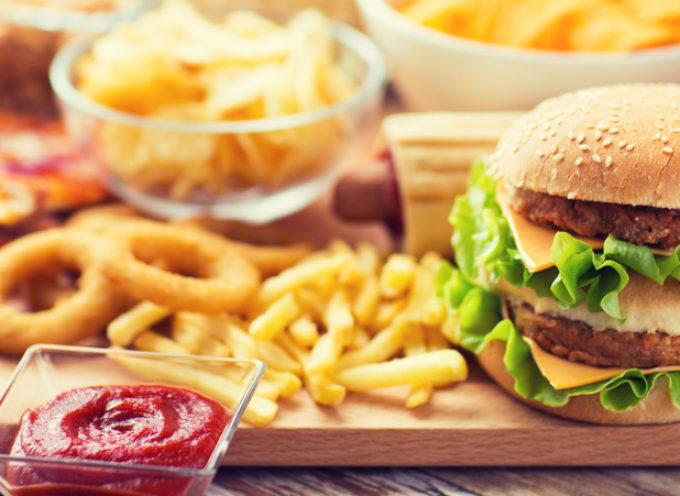 Alimentazione e cancro: quali sono i fattori di rischio legati al cibo?