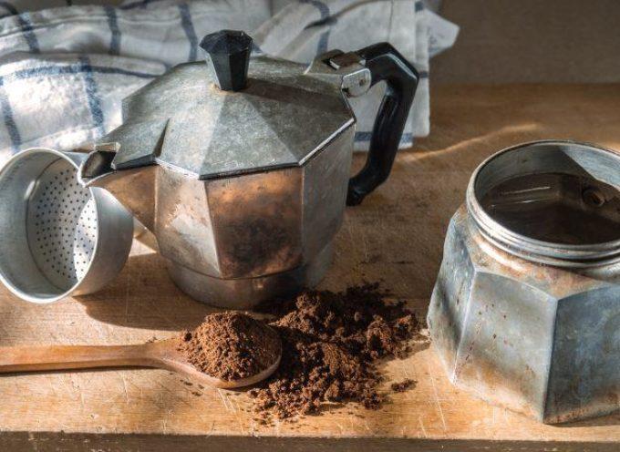 Come pulire la moka: 5 trucchi e 5 errori da non fare con la caffettiera