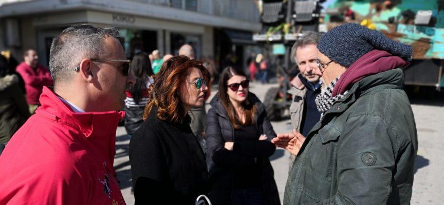 """LEGA, SUSANNA CECCARDI AL CARNEVALE DI VIAREGGIO: """"LA VIOLENZA SULLE DONNE NON SI COMBATTE CON GLI SLOGAN COLORATI MA CON LE LEGGI COME FA MATTEO SALVINI""""."""