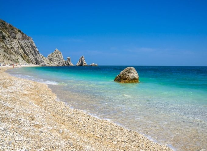 La spiaggia delle Due Sorelle è la più bella d'Italia!