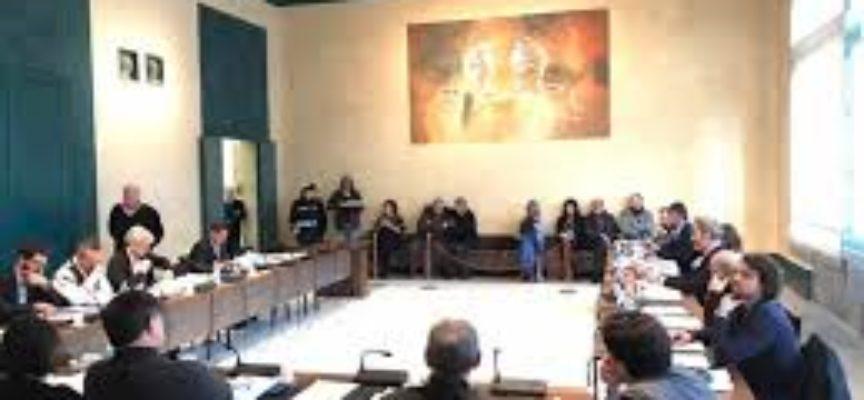 PIETRASANTA – CONVOCATO IL CONSIGLIO COMUNALE, BILANCIO FARMACIA E USCITA UNIONE DEI COMUNI