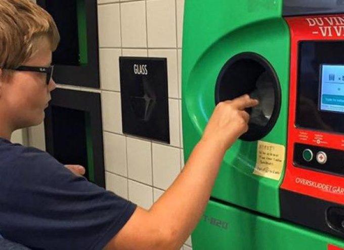 Il sistema norvegese straordinariamente efficiente che ricicla il 97% di tutte le bottiglie di plastica