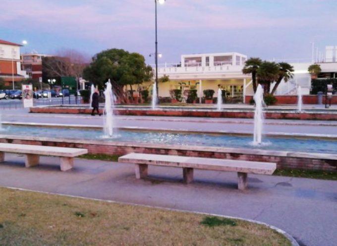 Forte dei Marmi : nuovo impianto di irrigazione, tappeti erbosi e vasche sul pontile