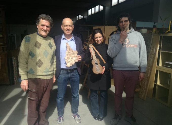 L'assessore Mercanti insieme al vicesindaco di Porcari Fanucchi in visita a un'azienda innovativa del territorio lucchese
