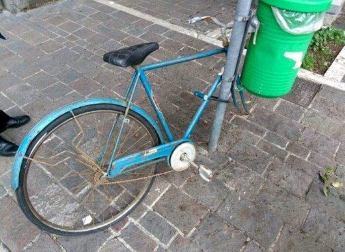 Pietrasanta – biciclette abbandonate, firmata ordinanza antidegrado per la rimozione