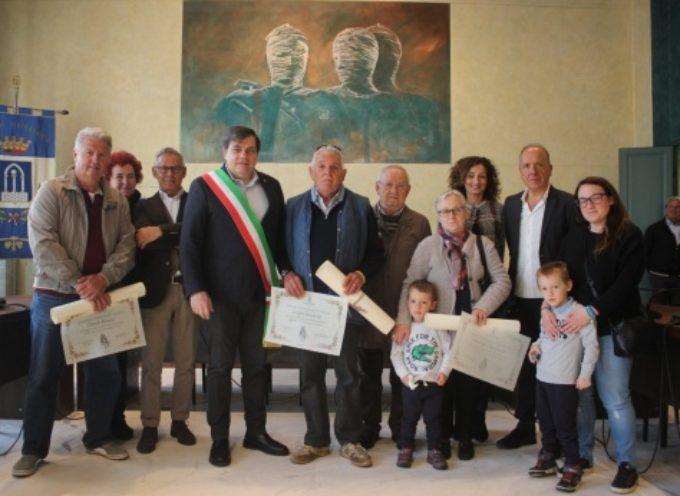 PIETRASANTA –  premia cinque dipendenti pensionati, cerimonia in sala del consiglio