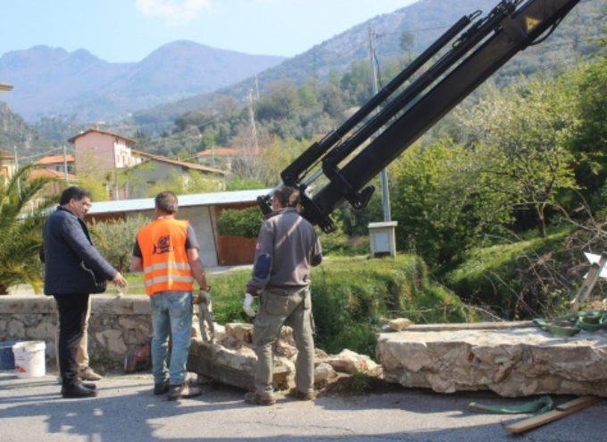 Sicurezza: nuovo parapetto in cemento in via Provinciale Vallecchia, in corso intervento