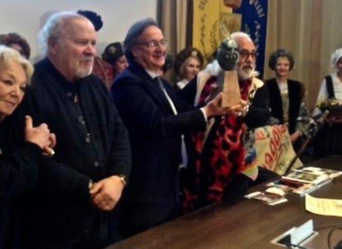 """Castelnuovo di Garfagnana è stato consegnato il premio """"Il Selvaggio dell'anno"""""""