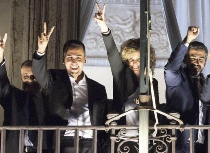 Il balcone di Palazzo Chigii è rimasto malinconicamente chiuso ieri sera.