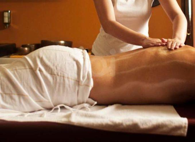Centro massaggi a luci rosse, scattano due denunce