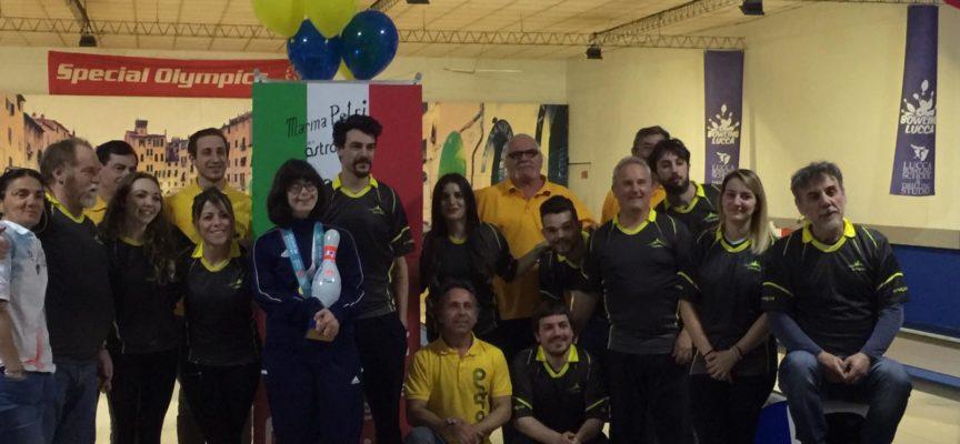 Il Bowling Lucca ha consegnato riconoscimento a Marina Petri sito dei suoi allenamenti