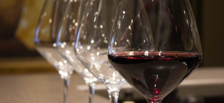 """Pozzi di Seravezza – Il 22 giugno 4° incontro di """"Un vino..un libro""""."""