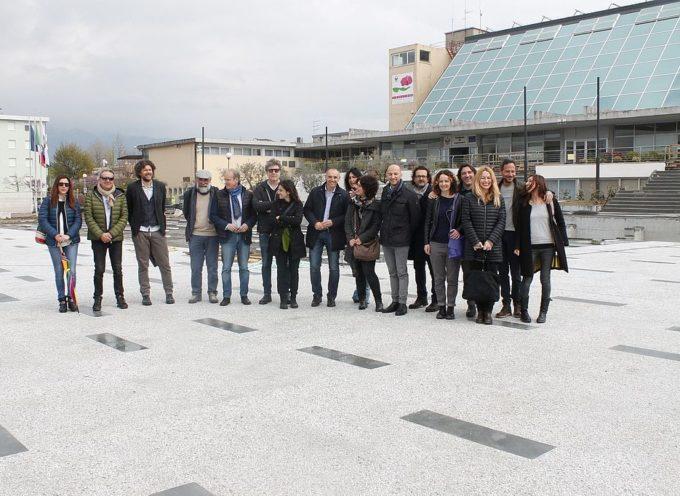 CAPANNORI – l'inaugurazione della nuova piazza Aldo Moro di fronte al Municipio, il 26 aprile