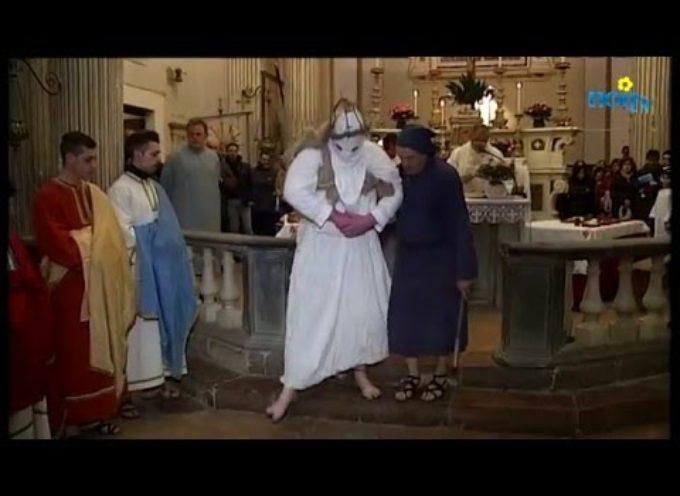 la Processione dei Crocioni A Castiglione di Garfagnana