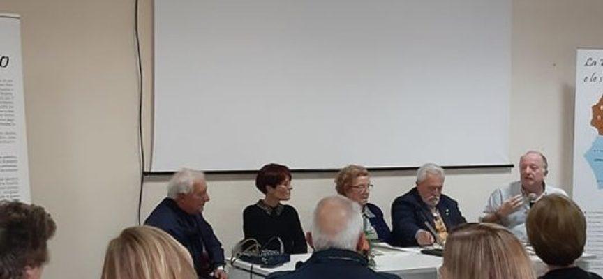 """Sala gremita alla Pro Loco di Seravezza per la presentazione del libro """"Alla ricerca del folclore versilise"""""""