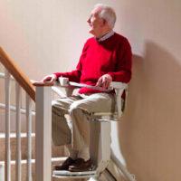 Novità anziani e disabili 2019: lo Stato vi aiuta ad acquistare un montascale