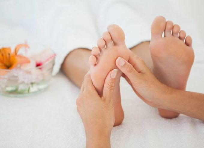 Riflessologia plantare: come funziona, benefici, mappa del piede e punti da massaggiare