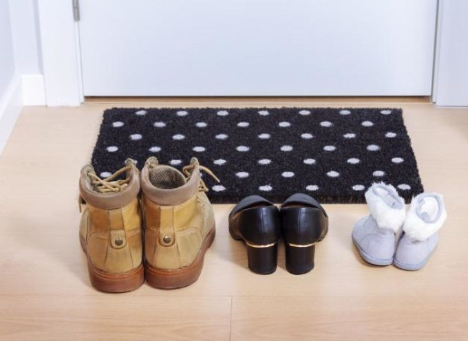 10 buoni motivi per toglierci le scarpe prima di entrare in casa