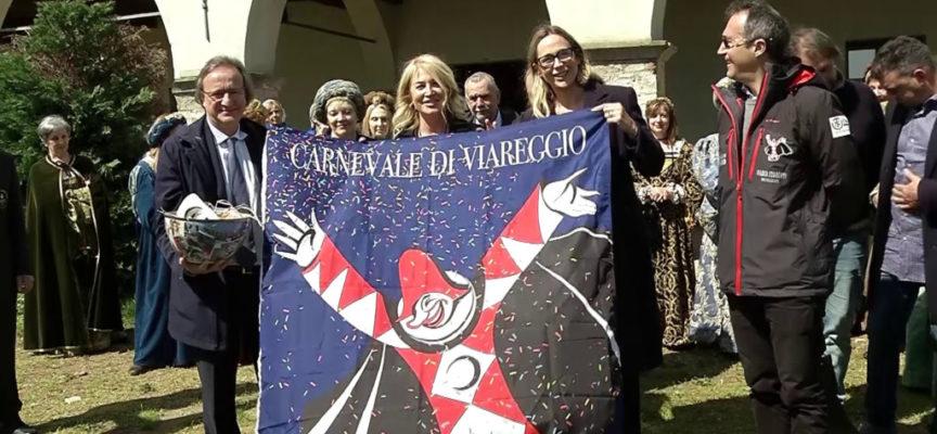 Burlamacco sventola a Castelnuovo: la festa dei carristi in Garfagnana