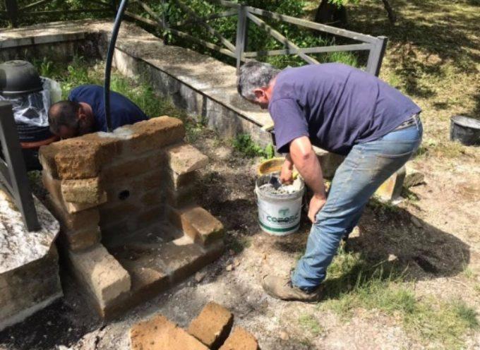 Strettoia: nuova fontana per la piazzola di Sem Ghelardini, sarà riparata anche targa Via dell'Arte