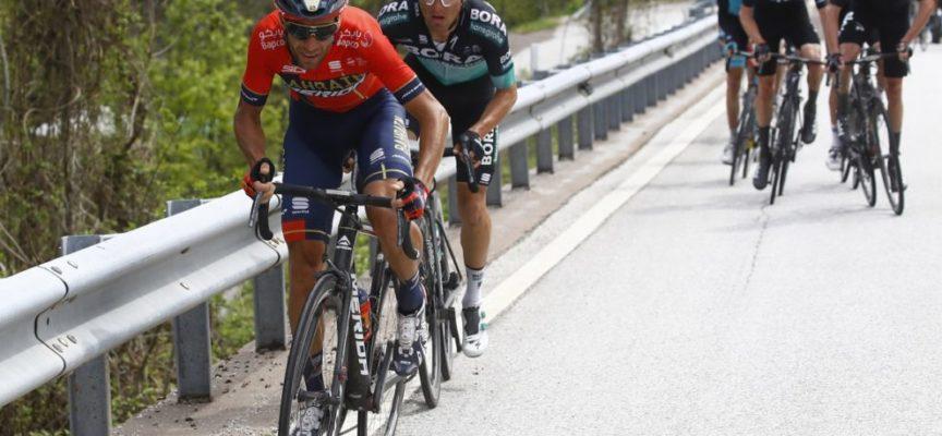 Presentata la Bahrain Merida per il Giro d'Italia: Caruso e Pozzovivo gli angeli custodi di Nibali
