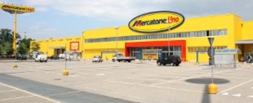 """Mercatone Uno, negozi """"chiusi di notte come nelle peggiori storie operaie"""""""