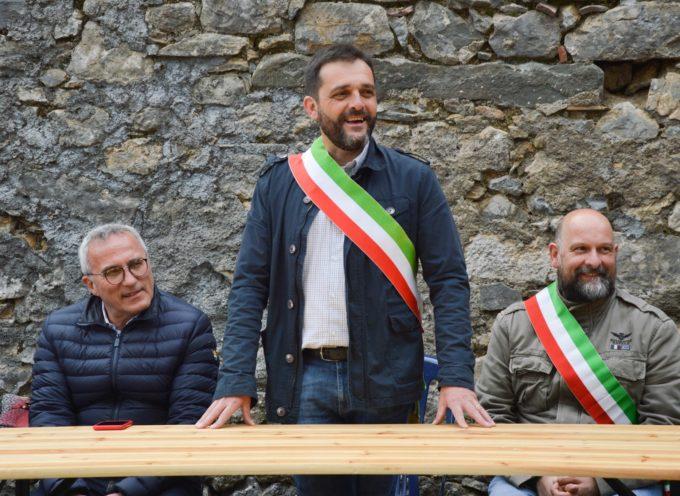 """la visita dell'assessore regionale alla presidenza Vittorio Bugli in occasione dell'inaugurazione della Cooperativa di Comunità """"La Torre Verni""""."""