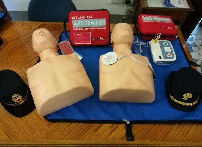 Continua la formazione del personale della Polizia di Stato all'uso del defibrillatore.