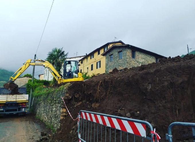 Lavori in corso per realizzare il nuovo parcheggio alla chiesa di Valdottavo,