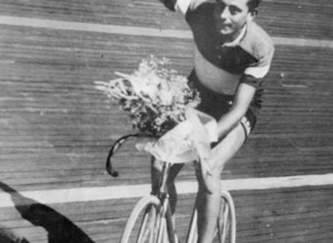 Il 29 maggio 1940 Fausto Coppi indossa la sua prima maglia rosa,
