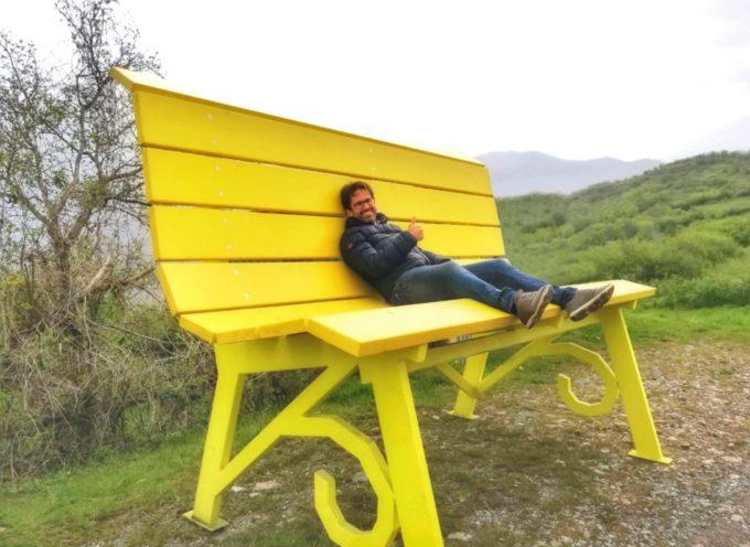 A Careggine una spettacolare panchina gialla per le Apuane