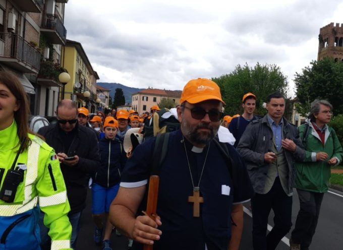 Il Vescovo Paolo in cammino verso Lucca:; alle 16 sarà a Santa Gemma
