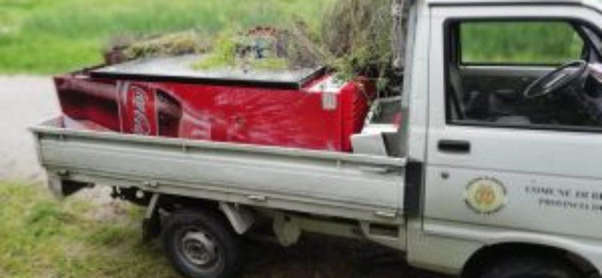 Giornata di pulizia nelle oasi di Bottaccio, Tanali e Gherardesca: tra i rifiuti spunta anche un frigorifero