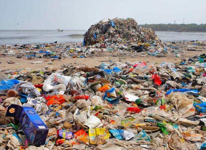 Plastica al bando dal primo giugno nelle spiagge della Versilia