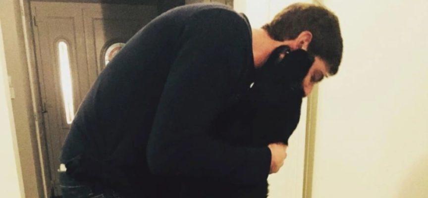 L'immagine commovente del cane di Emiliano Sala che testimonia il suo ultimo saluto