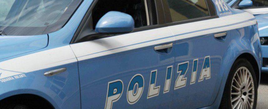 Viareggio – Ladro scappa dopo il furto ma viene inseguito dai passanti e subito intercettato dalla polizia