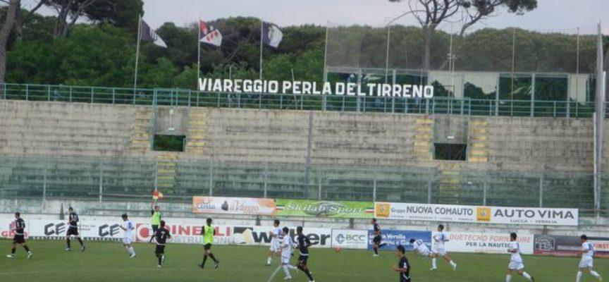 Ad una decina di giorni dalla retrocessione del Viareggio calcio in Eccellenza viene naturale operare una riflessione sullo stato dello sport