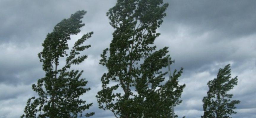 Maltempo, ancora due giorni di pioggia, vento e mareggiate