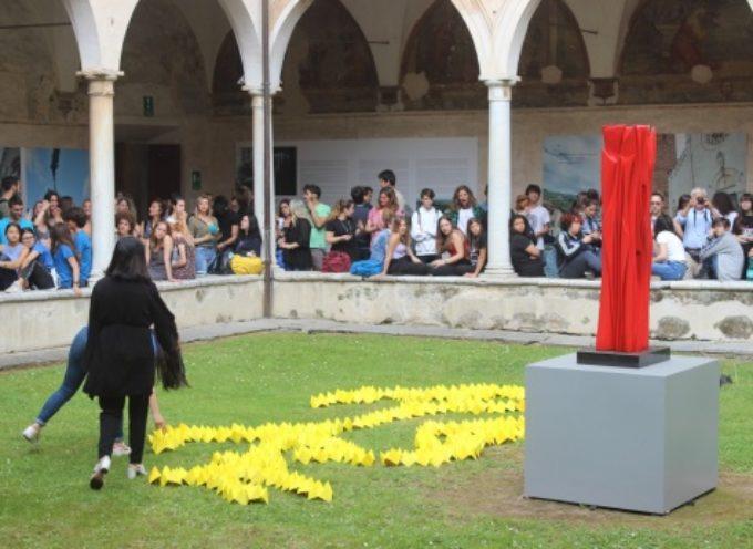 PIETRASANTA – flash mob, due mostre, monili hand made e gemellaggi, gli studenti Liceo Artistico al centro della scena cittadina