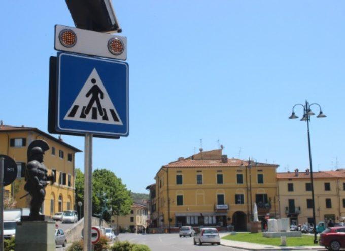 """pedoni al sicuro, """"Safety Cross"""" luminoso davanti a scuola Barsanti e Liceo Stagi"""
