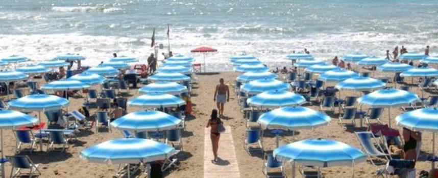 Cara estate, quanto costa andare al mare: fino a 60 euro al giorno.