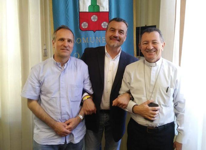 PORCARI – RICEVUTO IN COMUNE IL MISSIONARIO LUCA BIANUCCI