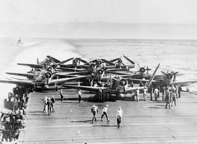 Accadde oggi 7 giugno 1942, seconda guerra mondiale: gli Usa respingono i giapponesi sui mari, affondando quattro portaerei nemiche.