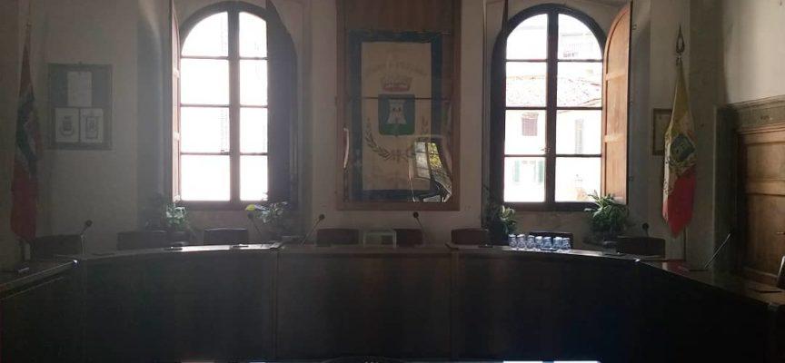 BORGO A MOZZANO – Sala del consiglio pronta per stasera.
