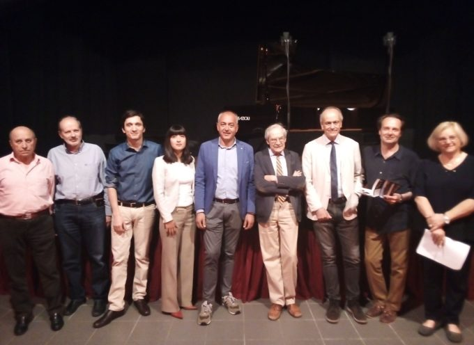 Il Sindaco di Massarosa Alberto Coluccini ha salutato questa mattina al Teatro Vittoria Manzoni i 35 talenti del pianoforte