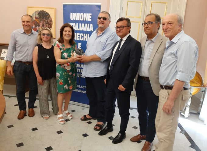 Donato dal Lions Club Lucca Host e dal Banco Bpm all'Unione Italiana Ciechi e Ipovedenti un autorefrattometro utile perlaprevenzione oculare nelle scuole